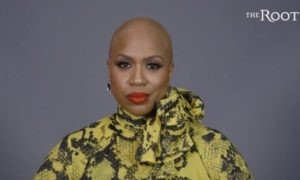 Ayanna Pressley, American congress woman with alopecia. Foto Source: The Root